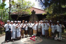 Puluhan warga berikan dukungan untuk Rai Mantra
