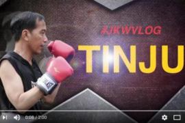 Presiden Jokowi latihan tinju