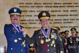 Panglima TNI-Kapolri dianugerahi tanda kehormatan TNI