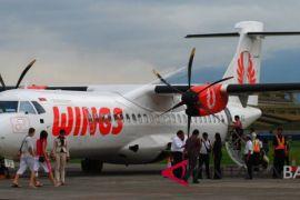 Pesawat Wings Air balik ke apron setelah tabrak burung saat hendak lepas landas