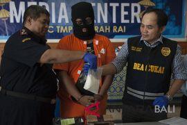 Paket narkoba dari Belgia disita BC Bali (video)