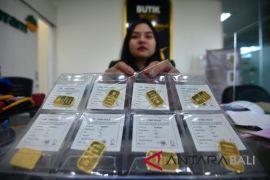 Harga emas berjangka turun