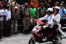Presiden-Ibu Negara Keliling Asmat naik sepeda motor listrik