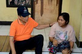Pastika kunjungi penerima bantuan bedah rumah dari Klungkung