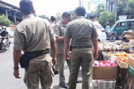 Satpol PP Denpasar tertibkan pedagang pasar tumpah