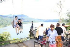 DPRD Bali: selidiki turis berfoto di tempat suci Gunung Batukau