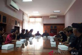 Insiden Tirta Empul, Gianyar susun