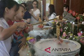Umat Buddha rayakan Waisak di Kuta (video)