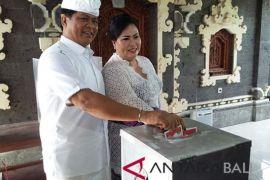 Cawagub Sudikerta mencoblos di TPS 9/Pecatu (video)