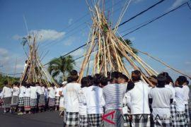 Tradisi Mekotek Desa Munggu