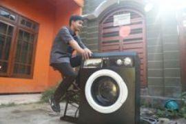 Mahasiswa UMM ciptakan mesin cuci tanpa listrik