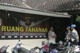Polda Bali tembak kaki empat tahanan kabur