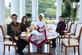Jokowi jamu Ketum Perindo, PKPI dan PSI soto daging di Istana Bogor