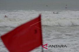 BMKG ingatkan gelombang tinggi pantai wisata di Bali
