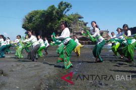 Jelang Festival Tanah Lot, ratusan penari lakukan