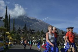 Tourist visits to Besakih unhindered by Mount Agung's volcanic eruption