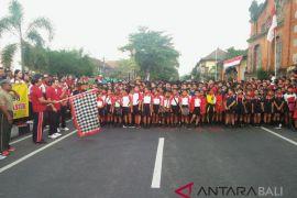 Bupati Suwirta lepas peserta jalan santai HUT RI