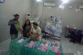 Ibu di Bali lahirkan bayi kembar empat (video)