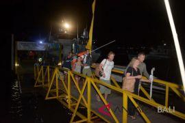 Ribuan wisatawan gempa Lombok dievakuasi ke Benoa