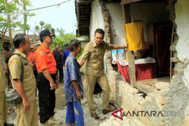 Wabup Jembrana berikan bantuan korban gempa