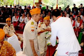 Gubernur berbagi kasih dengan 100 veteran Bali