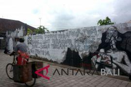 Foto - Seni Mural Tolak PLTU Celukanbawang