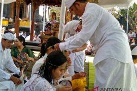 Ratusan mahasiswa Unhi Denpasar ikuti ritual