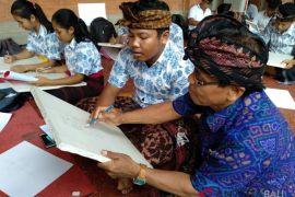 Disbud Bali mantapkan pemahaman generasi muda soal lukisan Kamasan