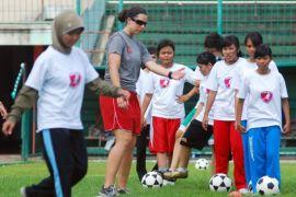 Indonesian women`s soccer team beats Palestine 2-1