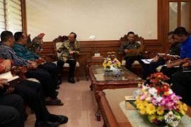 Gubernur Koster minta Unhi bangun SDM unggul khas Bali