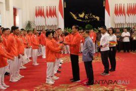 Presiden serahkan bonus peraih medali Asian Games 2018