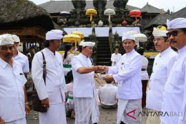 Penjabat Gubernur Bali doakan pertemuan IMF di Besakih