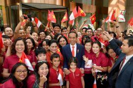 Perantau Indonesia sambut Jokowi di Hanoi