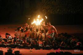 Parade cak Nawanatya tampilkan tradisi