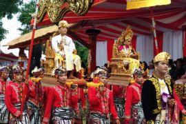 Ritual masyarakat Bali ditampilkan dalam pawai IMF