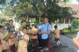 DLH Gianyar lakukan pembinaan sekolah imbas Adiwiyata