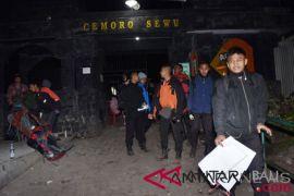 Seratusan pendaki Gunung Lawu terjebak akibat kebakaran hutan