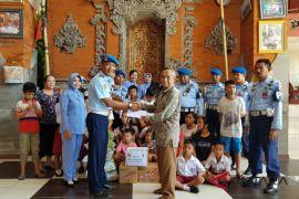 Satpom Lanud Ngurah Rai bantu panti asuhan