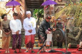 Wagub Bali buka pameran lukisan di Gianyar