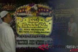 Presiden Jokowi kirim karangan bunga untuk istri Indro Warkop