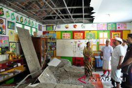 Bupati Jembrana meninjau kerusakan akibat gempa