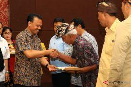 Sekda Bali serahkan Bantuan korban gempa Lombok