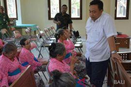 Pansus DPRD Bali kunjungi Panti Werdha Seraya