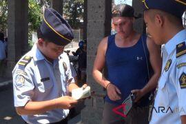 Petugas imigrasi jaga pelabuhan Gilimanuk selama IMF-WB