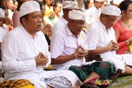 Maknai Saraswati, Unhi Denpasar seimbangkan kecerdasan intelektual dan spiritual