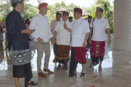 Wagub datangi hotel pastikan Pergub busana Bali