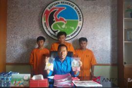Tiga tersangka penjual 975 pil koplo ditahan