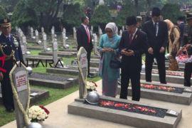 Jusuf Kalla pimpin upacara peringatan Hari Pahlawan di TMP Kalibata