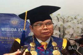 STP Bali wisuda 606 mahasiswa