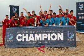 Tim Vietnam juara pertama